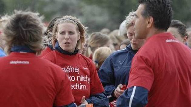 Fotbalistky Sparty Praha krátce před startem Charity Run na Letné.
