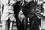 """Egon Erwin Kisch - Egon Erwin Kisch byl pro svou novinářskou dravost známý jako """"Zuřivý reportér"""". Byl také velkým dobrodruhem: převlečen za muslima se vydal do Mekky, učil se klaunem v Dánsku a dokonce chvíli pracoval jako potápěč."""