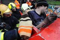 Příslušníci jednotky HZS Praha ze stanice 1 vyprostili pomocí vyprošťovacího nářadí osobu, která uvízla v kontejneru na el. odpad.