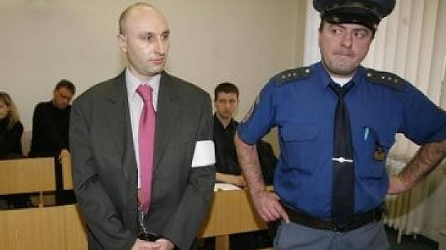 5. února začalo hlavní líčení v případu vědeckého pracovníka Ing. Jana Lochmanna PhD. (vlevo), který si údajně objednal přes internet u jedné z pražských firem vraždu svého kolegy.