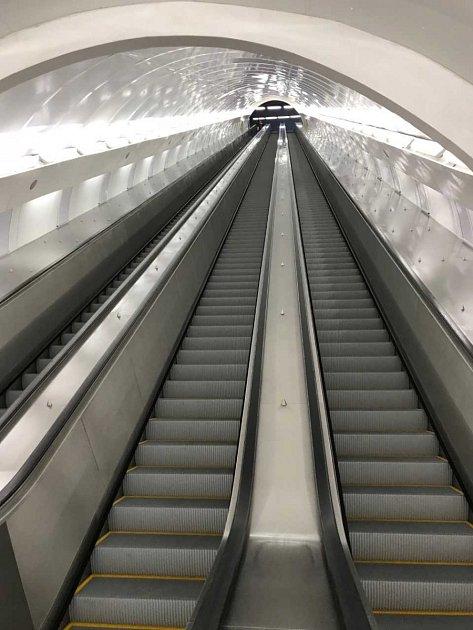 Zrekonstruovaný eskalátor ve stanici pražského metra Anděl.
