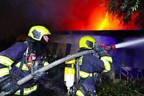Na pražském Žižkově hořel vybydlený dům.
