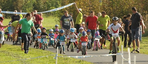 Bikeclinic Cup je profesionálně připravená série závodů určená pro mladé cyklisty a cyklistky ve věku od 1do 16let.