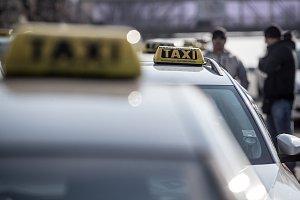 Nespokojení taxikáři opět protestovali proti službám typu Uber