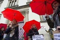 Pochod proti násilí páchaného na lidech poskytujících sexuální služby uspořádal v Praze spolek Rozkoš bez rizika.