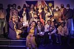 Společná fotografie namibijských Čechů na slavnostním křtu knih Kateřiny Mildnerové (uprostřed) ve Windhoeku, leden 2021.