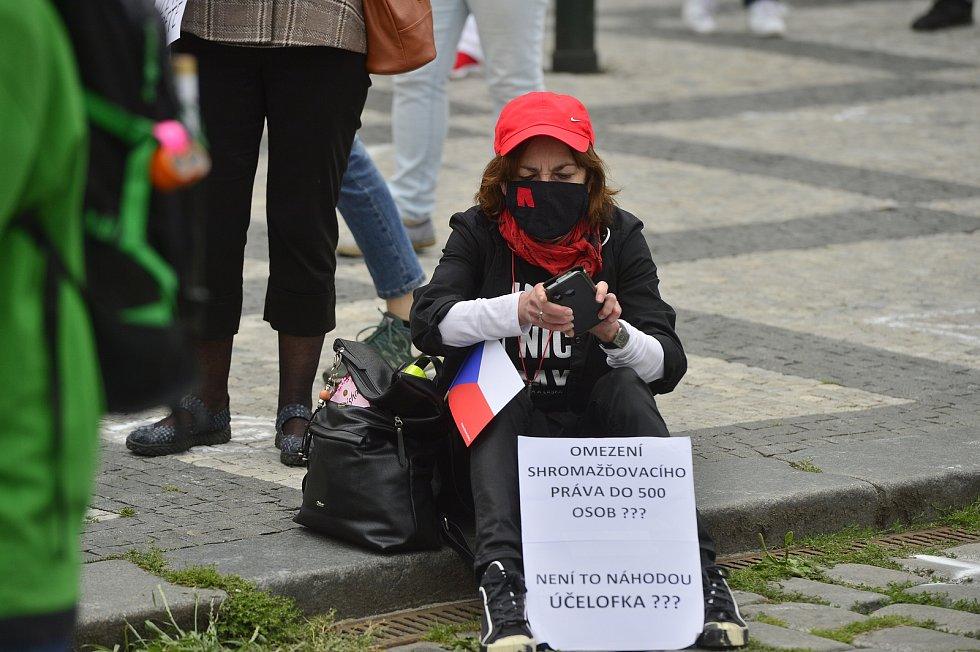 Na Staroměstském náměstí v Praze se 9. června 2020 sešli lidé na demonstraci proti vládě a Andreji Babišovi.