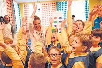 RADOST. Návštěvu olympioniků Kristýny Kolocové a Jiřího Prskavce si děti ze školky Čtyřlístek užívaly