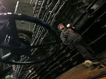 VZHŮRU DOLŮ. Kolektory, pražské podzemní bludiště protkané kabely, se stalo turistickou atrakcí.