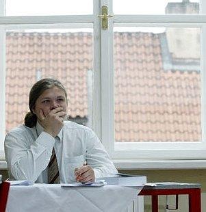 Na mnoha středních školách proběhla 19. května zkouška dospělosti. Takto probíhala maturitní zkouška na Masarykově střední škole chemické v Praze.