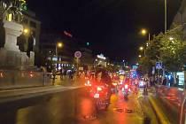 Noční jízda motorkářů Prahou 18. července 2020.