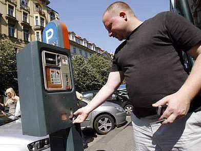 Zavedení placeného stání v Praze 2, 3 a 7 je odloženo o měsíc.