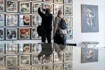 """Výstava Kája Saudek """"Od Aut po Ženy"""" začala 26. března 2019 v Praze."""