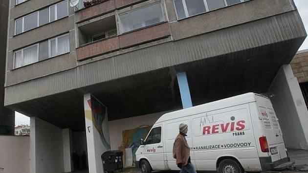 Bytový dům v ulici Kubelíkova v Praze na Žižkově, kde došlo výbuchu plynu.