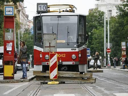 10. září začala výluka mezi stanicemi Vinohradská vodárna a Flora. Tramvaje po této trase nebudou jezdit do 2. října 2007.