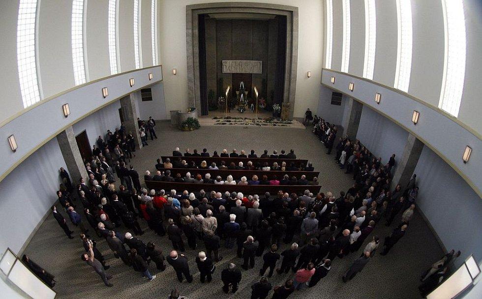 Obřad se konal ve strašnickém krematoriu.