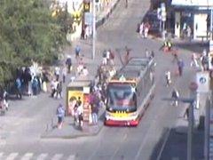 Muž na oji tramvaje