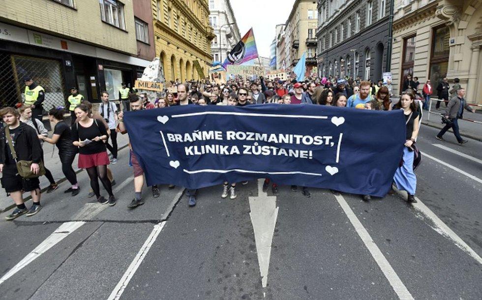 Demonstrace Neničte Kliniku, neničte město!