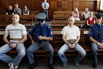 ODSOUZENI. DEFINITIVNĚ. Tři bankovní lupiči pobudou ve vězení sedm, šest a půl a pět let nepodmíněně.