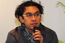 Spisovatel Carlos A. Aguilera v Praze vydává zakázané kubánské autory.