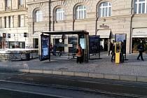 Nový přístřešek MHD na Palackého náměstí v majetku firmy JCDecaux.