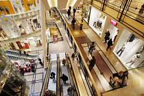 NÁKUPNÍ RÁJ. Přeplněná obchodní centra lákají mimo zákazníků i čím dál více zlodějů./Ilustrační foto