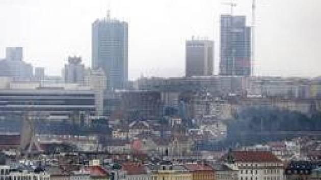 JEŘÁBY NA PAKRÁCI. Jsou vidět pouhým okem i z Hradčan. Podle ředitelky Útvaru rozvoje města Světlany Kubíkové ale nebezpečí, že Praha bude kvůli mrakodrapům vyškrtnuta ze seznamu Unesco, nehrozí.