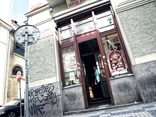 Jedním z problematických míst je podle radnice Prahy 1 také klub Chapeau Rouge v Jakubské ulici.