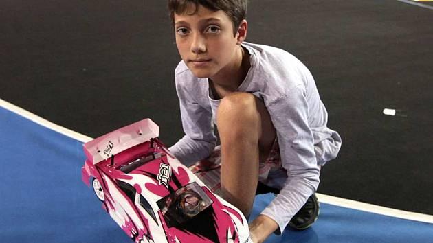 Prví juniorský světový šampionát RC modelů silničních automobilů v hale Podvinný Mlýn