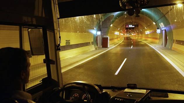 Tunel Blanka se má řidičům otevřít na přelomu března a dubna roku 2015. Někteří dopravní experti ale varují, že bez návazných opatření v pražské dopravě může nastat kolaps ve velké části města.