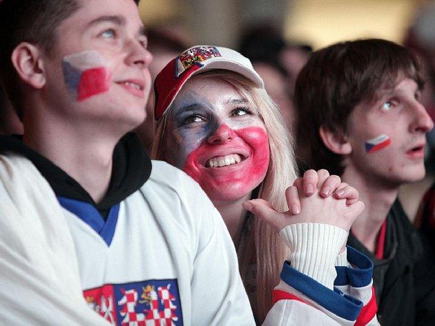 Fanoušci - Fan zóna u O2 Arény při zápase MS v hokeji mezi Českem a Švédskem