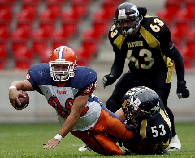 Finále české ligy amerického fotbalu mezi pražskými týmy Lions a Panthers proběhlo 21. června v pražském Edenu.