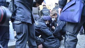 Demonstrace iniciativy Chcípl PES na Staroměstském náměstí 7. března 2021.