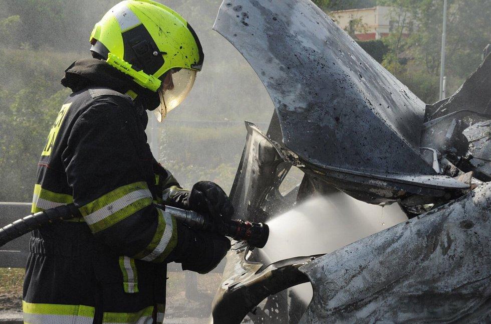 Hasiči likvidovali požár dodávky na Jižní spojce.