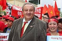 Předseda Česko-vietnamské společnosti Marcel Winter na jedné z předchozích demonstrací.