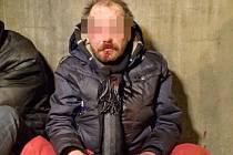 Bezdomovec napadený v Platnéřské ulici v Praze.