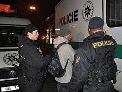 Policejní zátahy na závadové osoby nejsou v Praze zrovna nic výjimečného. Mnohdy v jejich pomyslné síti uvízne i dlouhodobě hledaný člověk. Ilustrační foto.