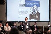 Protestní setkání školských odborů a zástupců vysokých škol a asociací ve vzdělávání proti současným platům učitelů a situaci v regionálním školství a na vysokých školách se konalo 1. září v Betlémské kapli v Praze. Na snímku Lubomír Zaorálek.