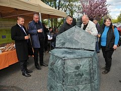 Kompostér nabídli na Praze 4 celkem pěti stovkám zájemců. Předání se uskutečnilo už v dubnu roku 2014.