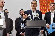 Budoucí pražský primátor Zdeněk Hřib (Piráti), Jan Čižinský (Praha sobě) a Jiří Pospíšil (Spojení síly pro Prahu) představili program nové koalice.