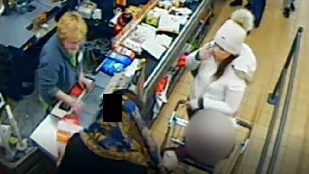 Podezřelé ženy, které platily kartou, uloupenou v Modřanech