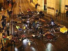 Protest cyklistů v Křižovnické ulici.
