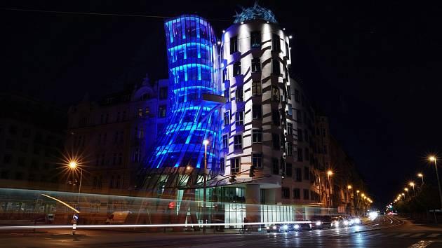 Tančící dům se opět po roce oblékne do modré barvy.