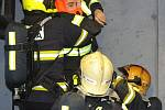 Noční cvičení pražských hasičů v tunelu Mrázovka.