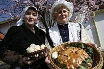 Velikonoční inspirace. To byl název výstavy, kteráproběhla v Dolních Počernicích a byla spojená s ukázkami  pečiva, drátování či zdobení kraslic.