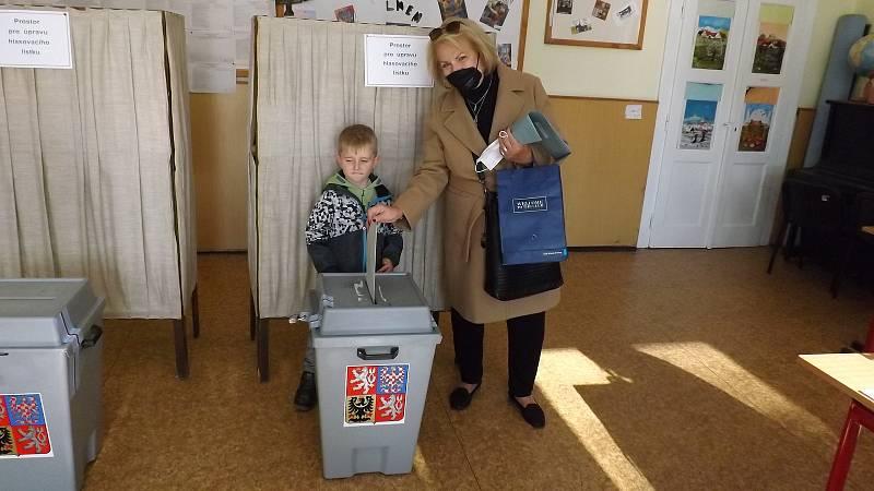 Volby v břevnovské škole J. A. Komenského.