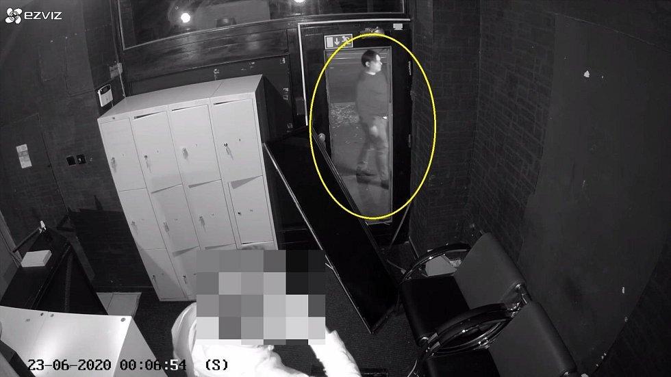 Muž podezřelý z výtržnictví v pražském klubu.
