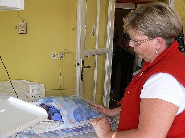 Monitory Babysense pomáhají v krčské nemocnici sledovat rizikové novorozence.