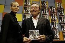 Křest nového alba Karla Gotta Sentiment proběhl 27. září v legendárním Studiu A České rozhlasu v Praze. Jeho 180. desku pokřtila mimo jiné zpěvačka Jitka Zelenková.