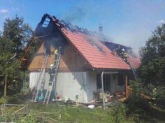 Požár chaty v Petrově.